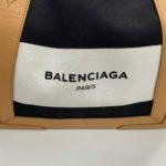 バレンシアガバッグの中でお茶をこぼす